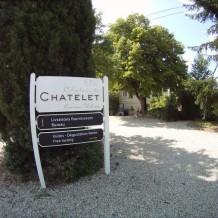 Panneau directionnel an alu en 3 parties - Crédit photo : Château LE CHATELET.